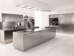 ¿Cuáles son los implementos de cocina que se recomienda sean de acero inoxidable?